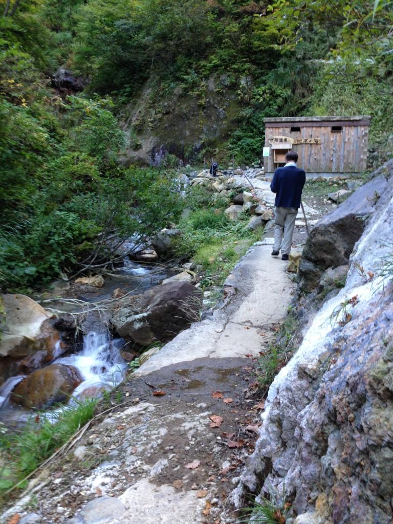 Path to outdoor Japanese hot spring rotenburo (露天風呂)